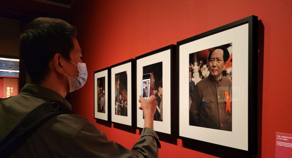 俄罗斯著名摄影师米科沙摄影作品展今日在北京开幕
