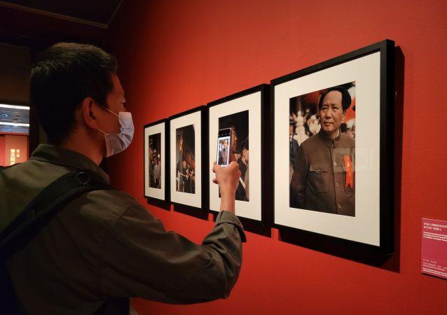 俄羅斯著名攝影師米科沙攝影作品展今日在北京開幕