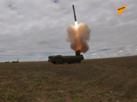 在克里米亚对假想敌实施导弹打击
