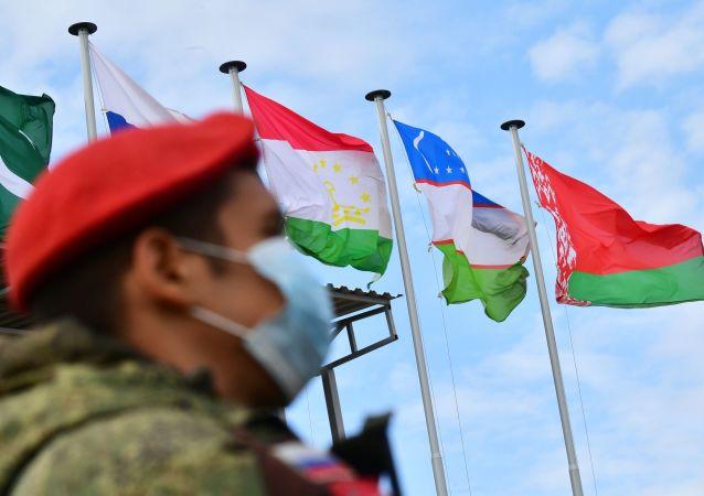 俄中部军区:俄罗斯2700余名官兵将于10月参加3场军演 演习地点靠近阿富汗