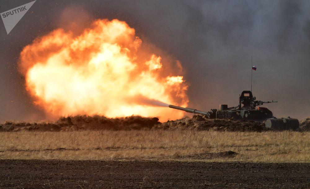 """上合组织成员国""""和平使命-2021""""反恐演习中的T-72B3坦克"""