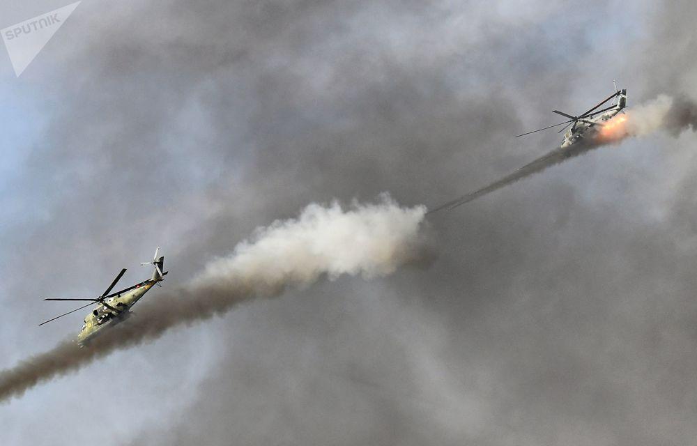 """上合组织成员国""""和平使命-2021""""反恐演习中的米-24直升机"""