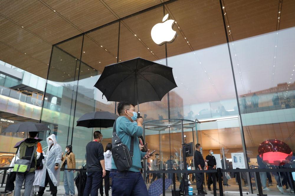 新款iPhone13在中國北京開始銷售