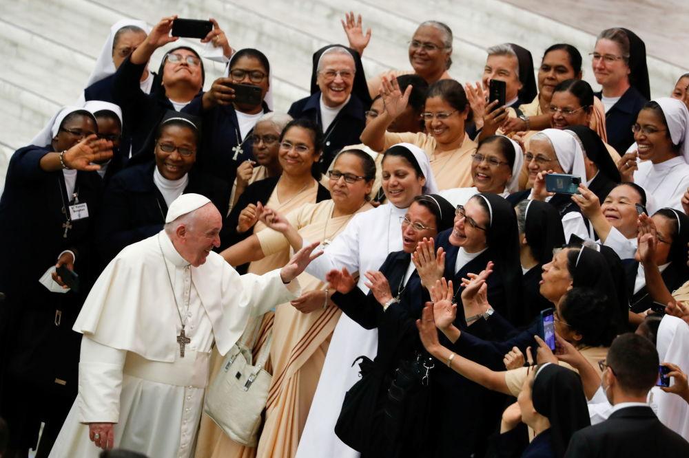教皇方濟各歡迎人們來到梵蒂岡