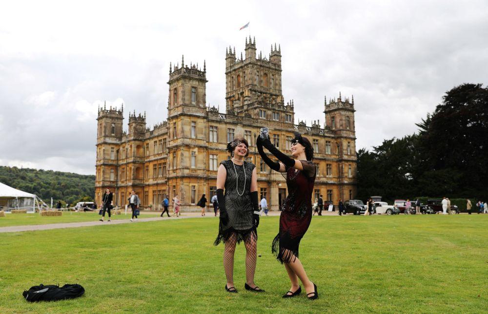 英國海克利爾城堡里的遊客。
