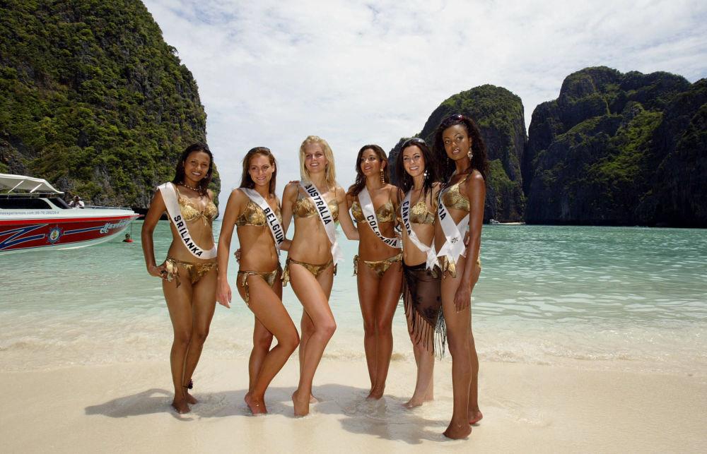 在皮皮島參加「2005環球小姐」選美大賽的佳麗們。