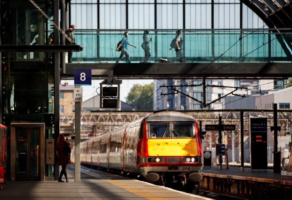 駛進倫敦國王十字車站的列車。