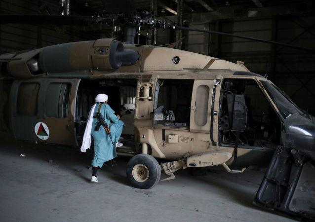 """塔利班进驻美军""""巴格拉姆""""空军基地"""