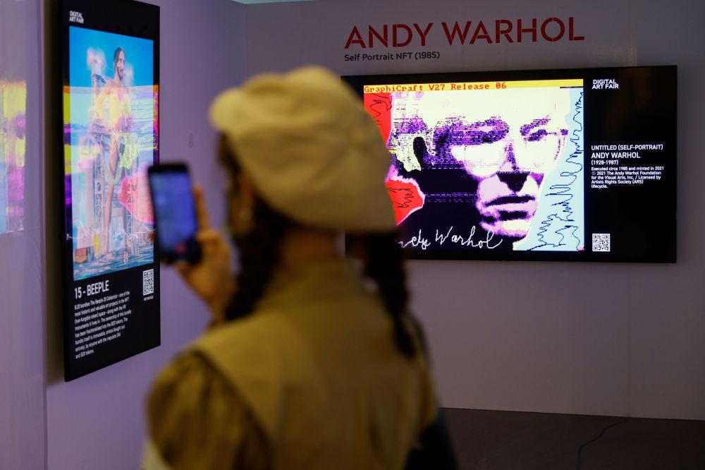 香港数字艺术博览会展出的艺术家麦克•温克尔曼作品《无题(自画像)》。