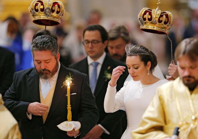 格奥尔基·罗曼诺夫大公和维多利亚·罗曼诺娃·贝塔里尼在圣彼得堡伊萨基辅大教堂举行婚礼