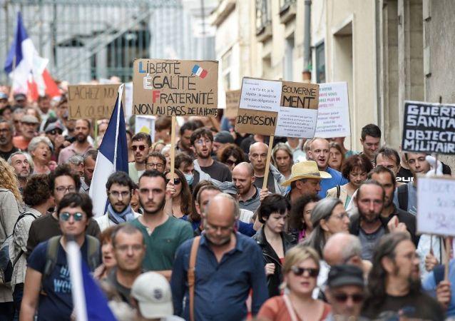 媒体:法国约4.8万人参加反健康通行证抗议活动