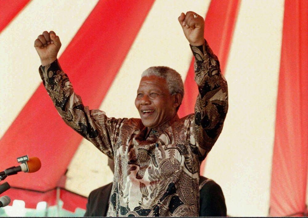 纳尔逊•曼德拉于76岁时成为南非共和国总统,而在此之前曾入狱27年。
