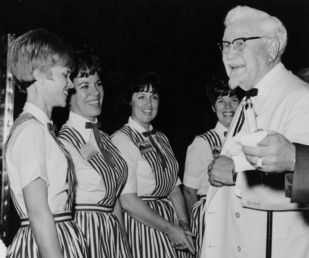 美国肯德基餐厅创始人哈兰•山德士。山德士上校创办餐厅的想法时已年过半百。