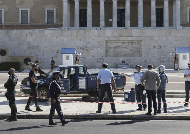 媒體:在雅典議會大樓前威脅引爆所駕汽車的司機被逮捕
