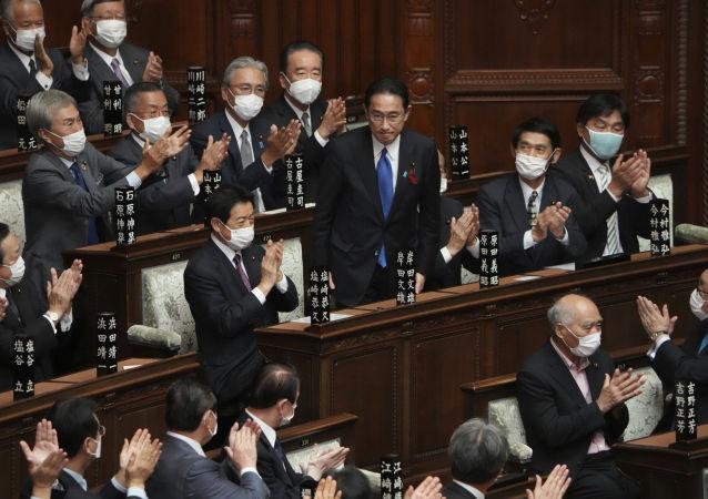 日本天皇主持新任首相认证仪式
