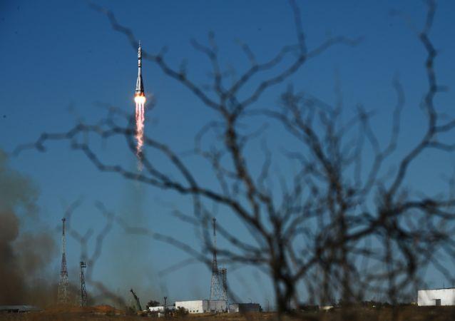 世界首个太空摄制组进入近地球轨道