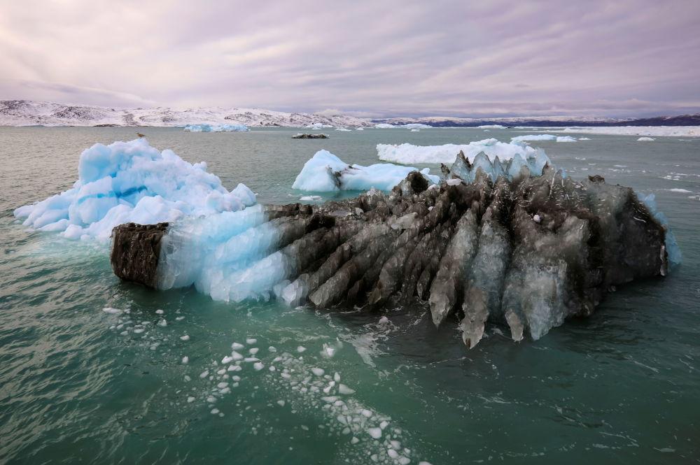 格陵兰岛伊奇普·赛米亚冰川。