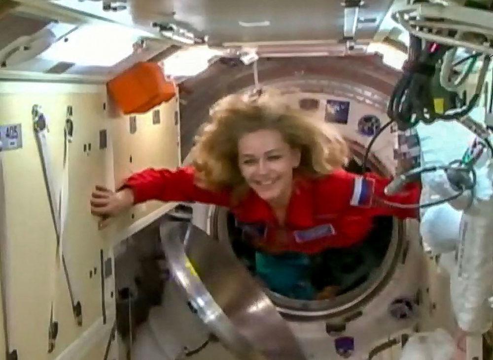 女演员尤利娅·佩列西尔德在向国际空间站转移。