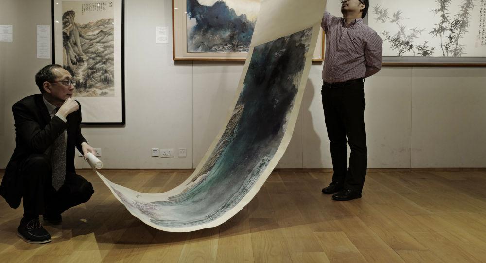 中国画家张大千的一幅画作在香港以2750万美元的价格被拍卖