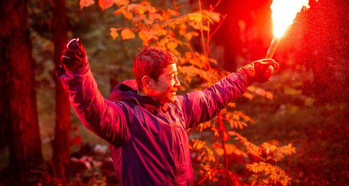 日本企业家前泽友作进行生存训练。