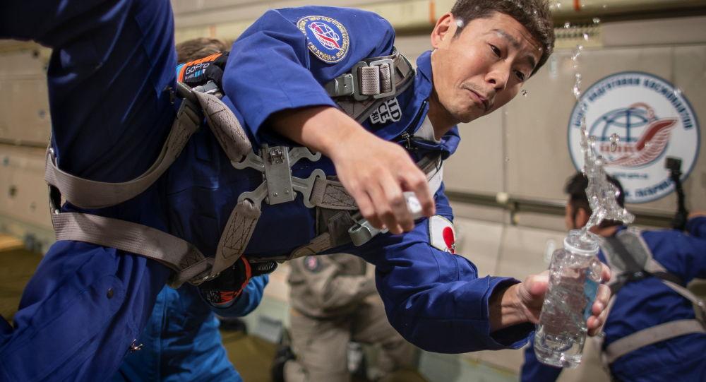 准备飞往太空的日本游客(照片)