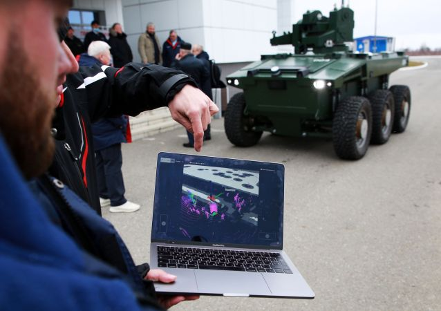 俄航天集团总经理公布关于东方航天发射场护卫机器人的视频