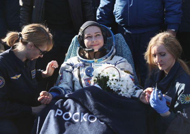 """俄宇航员培训中心:从太空返回地球的""""影视宇航员乘组""""人员健康状况令人满意"""