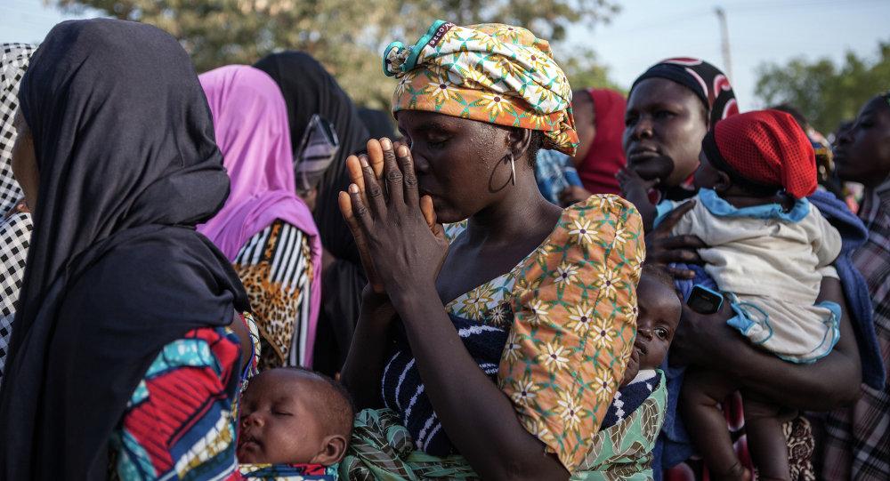 """逾2.5万人因""""博科圣地""""威胁从乍得湖各岛疏散"""