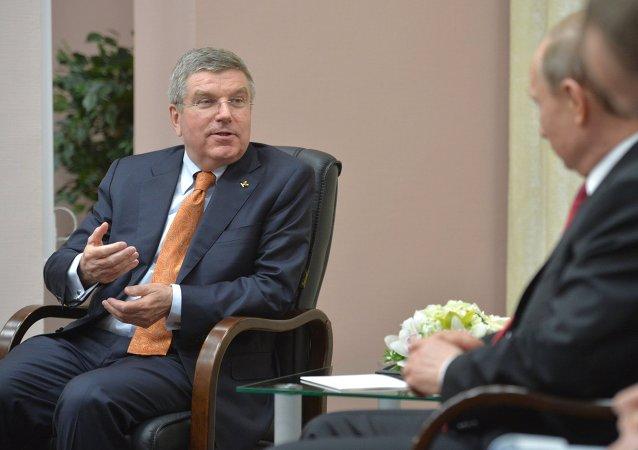 俄罗斯总统弗拉基米尔•普京同国际奥委会主席托马斯•巴赫会面时
