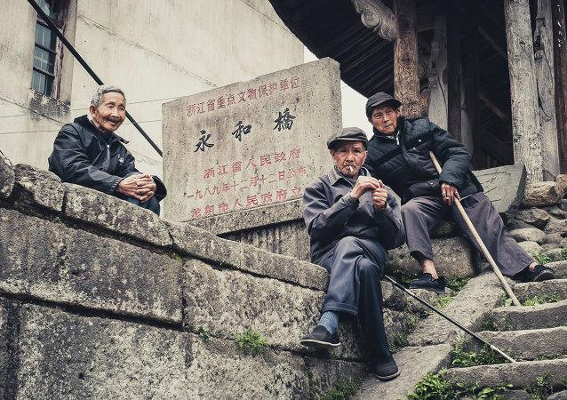2025年中國60歲以上老年人口將突破4億人