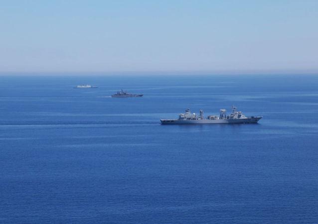 """中国国防部:""""海上联合—2015(II)""""中方编队通过对马海峡"""