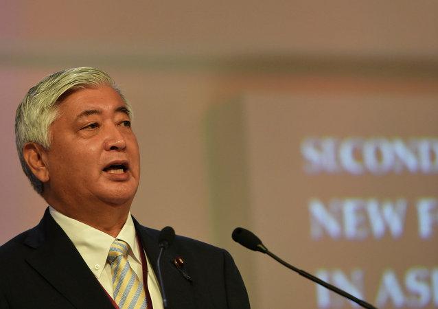 日本防卫大臣中谷元在新加坡举行的亚洲安全论坛全体会议上发言