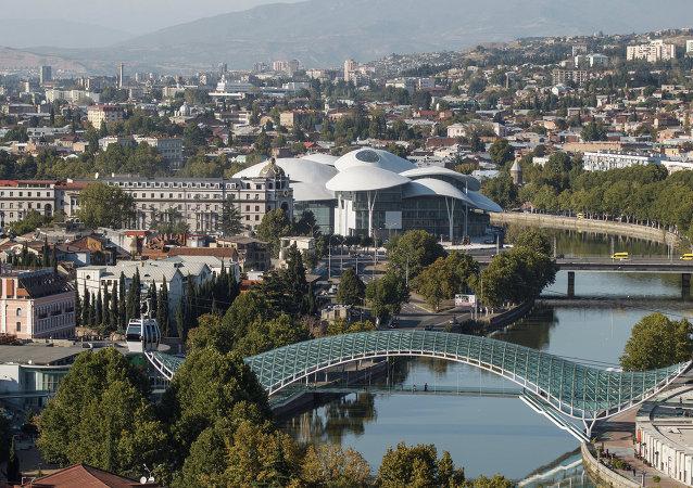 第比利斯的和平橋和司法院