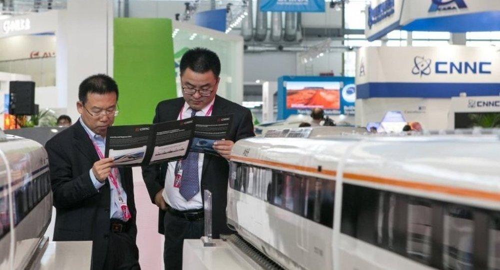 海關:中國前兩月外貿總額下降3.9%