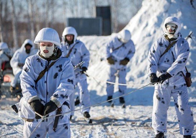 俄東部軍區軍人訓練期間在北極測定「敵機」坐標