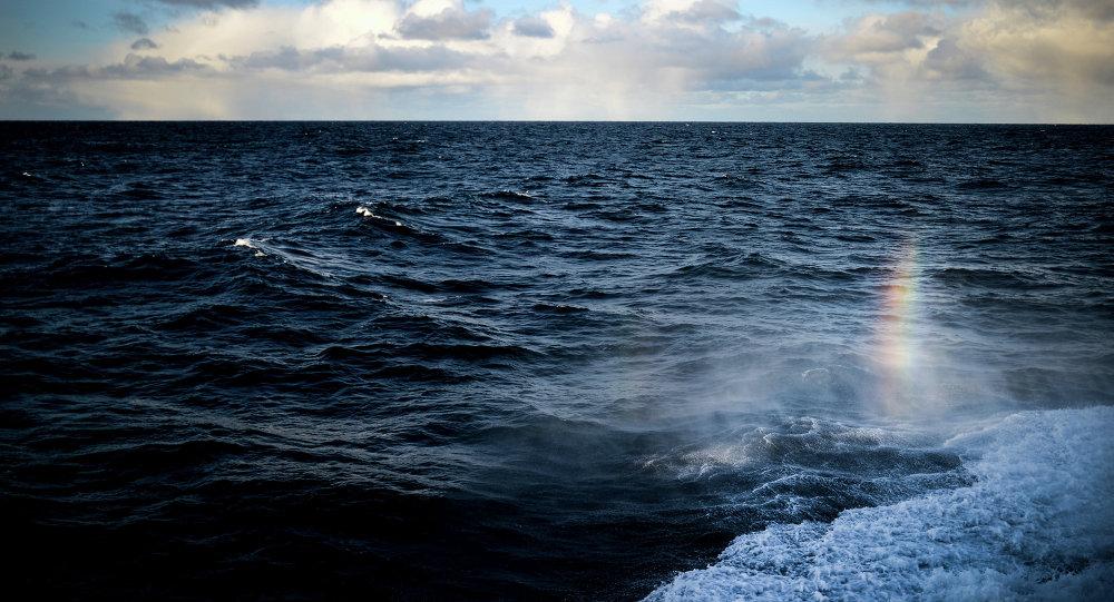 俄海軍「伊戈爾•別洛烏索夫」號將潛水器下潛至大西洋1000米深處