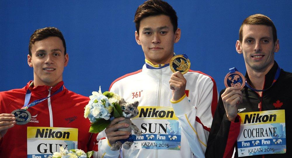 中国选手孙杨赢得400米自由泳金牌