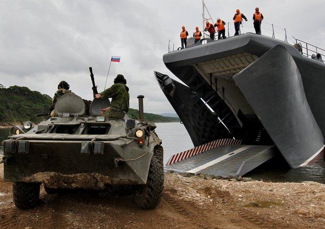 俄中在滨海边疆区联合演习框架内进行登陆战