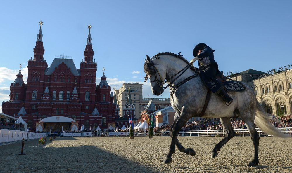皇家安達盧西亞馬術藝術學院在「救世主塔」國際軍樂節 的框架下,在建立於莫斯科紅場的克里姆林宮馬術場進行了以「安達盧西亞馬是如何舞蹈的?」為主題的表演。