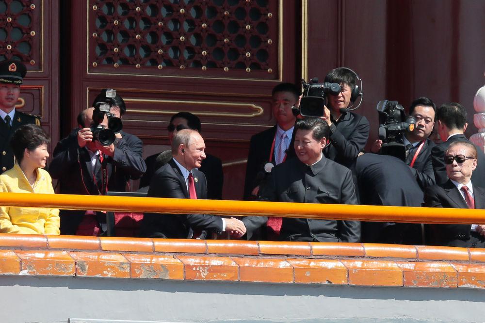 北京纪念二战胜利70周年阅兵开始前的俄罗斯总统普京与中国国家主席习近平
