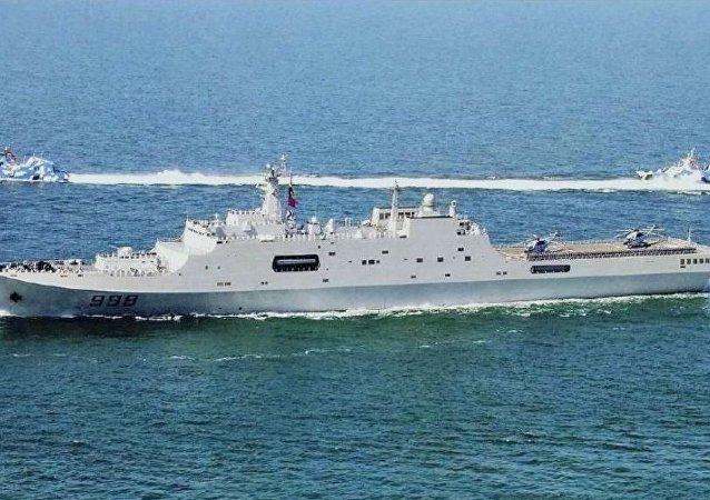 华媒:中国自主研制的首型两栖攻击舰25日下水