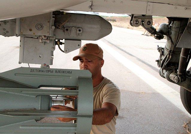 """俄空天部队对在叙""""伊斯兰国""""使用经格拉纳斯系统校正的航空炸弹"""