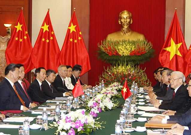 越共总书记和习近平支持加强两国友谊与合作