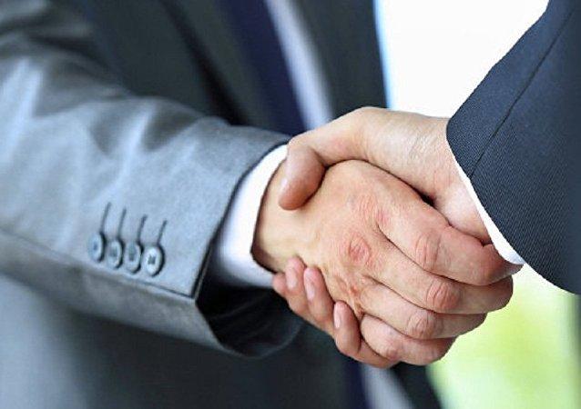 俄外贸银行与中国国家开发银行签署人民币贸易融资协议
