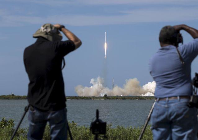美國SpaceX公司因天氣狀況把天龍號飛船發射時間推遲到6月3日