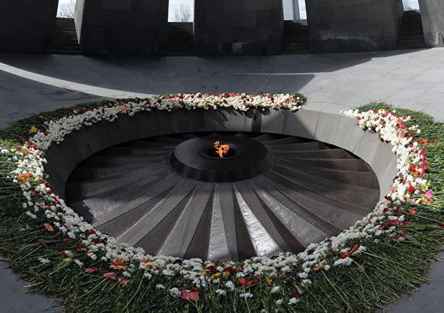 亞美尼亞總統向大屠殺遇難者紀念碑敬獻花圈