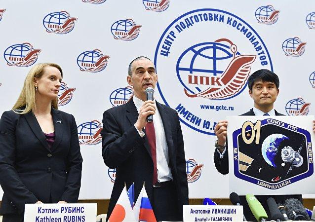 日本宇航员大西卓哉、俄罗斯宇航员阿纳托利∙伊万尼申和美国宇航员凯瑟琳∙鲁宾斯