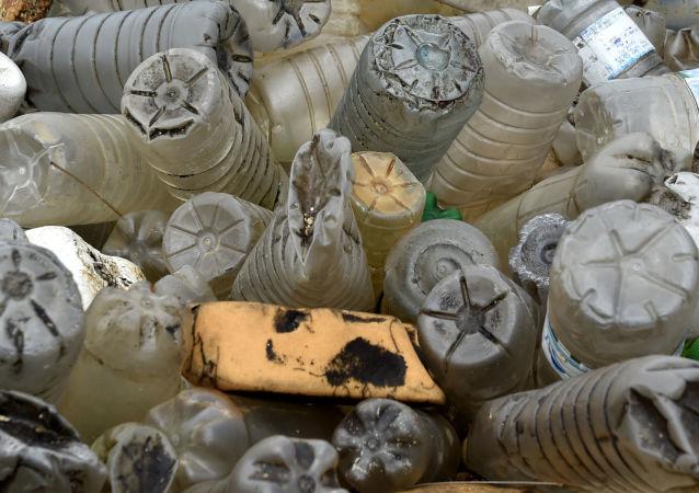 专家:人类无法放弃使用塑料制品