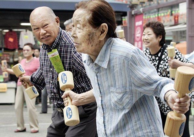 日本政府:65歲以上老年人口在總人口中佔比超過27%