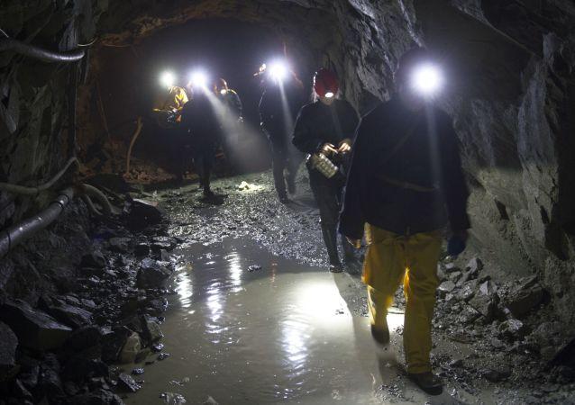 布里亚特一采金公司矿井内发生爆炸导致1名工人死亡